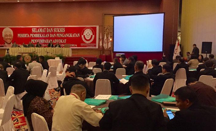 pembekalan dan pengangkatan penyumpahan advokat kongres advokat indonesia