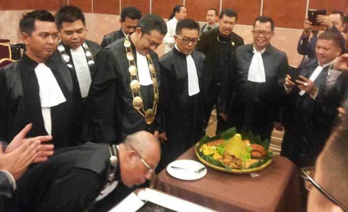 Sidang Terbuka DPP KAI dengan agenda Pengangkatan Advokat KAI Jawa Barat. Hotel Prama Grand Preanger Bandung 4