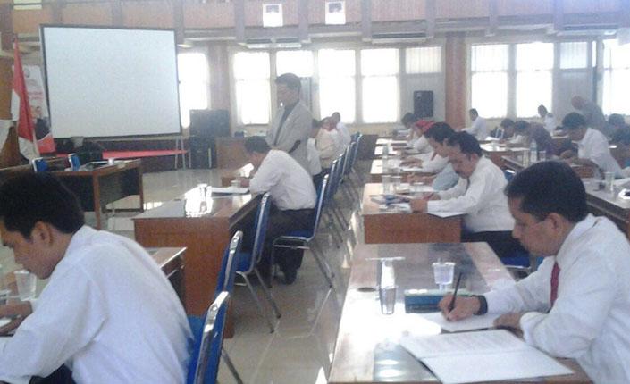 Uji kompetensi advokat Indonesia