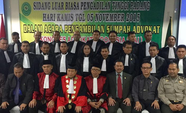 sidang luar biasa pengadilan tinggi Padang Kongres Advokat Indonesia