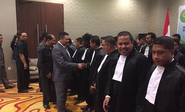 Ketua Pengadilan Tinggi Jayapura Kukuhkan 26 Advokat KAI 7