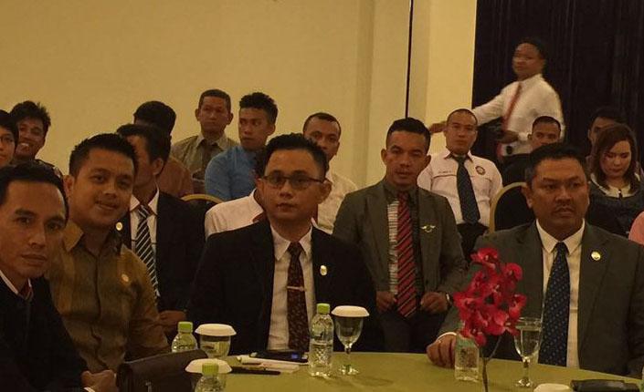 Penandatanganan MOU antara Kongres Advokat Indonesia Adv. Tjoetjoe Sandjaja Hernanto, SH. MH. CLA dengan Universitas Lakidende Prof. Dr. La Ode Masihu Kamaluddin-2