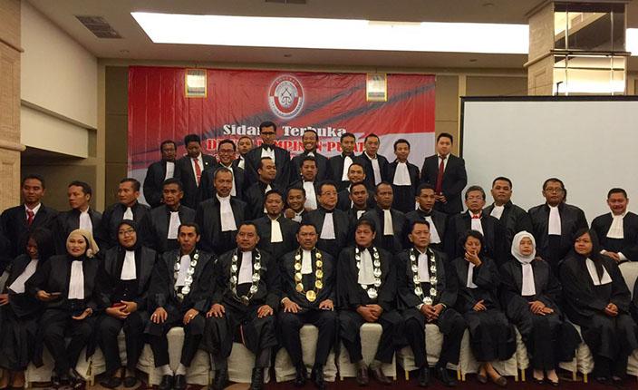 Pelantikan dan Pengukuhan Pengurus DPC KAI Surabaya dan Bojonegoro serta Pengangkatan Advokat KAI Jawa Timur. Hotel Pullman Surabaya, 23 April 2016 1