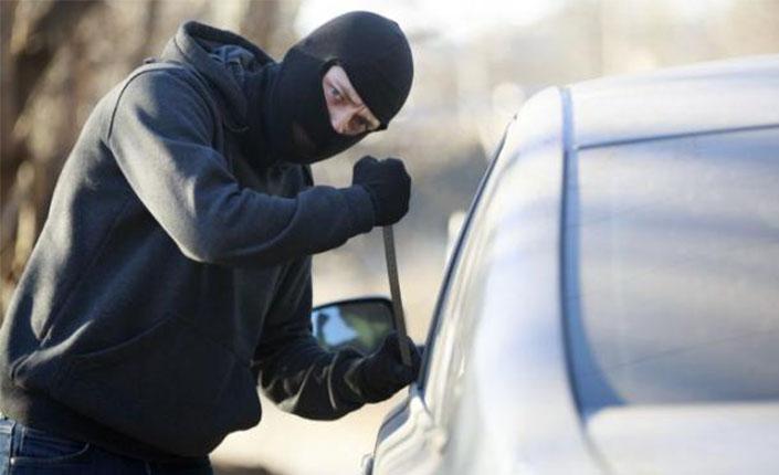 Tips Hindari Pencurian Mobil Bermodus Gembos Ban