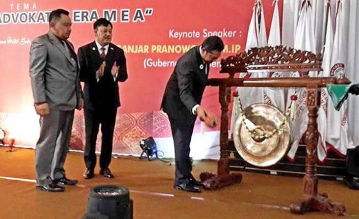 Presiden DPP KAI memukul gong