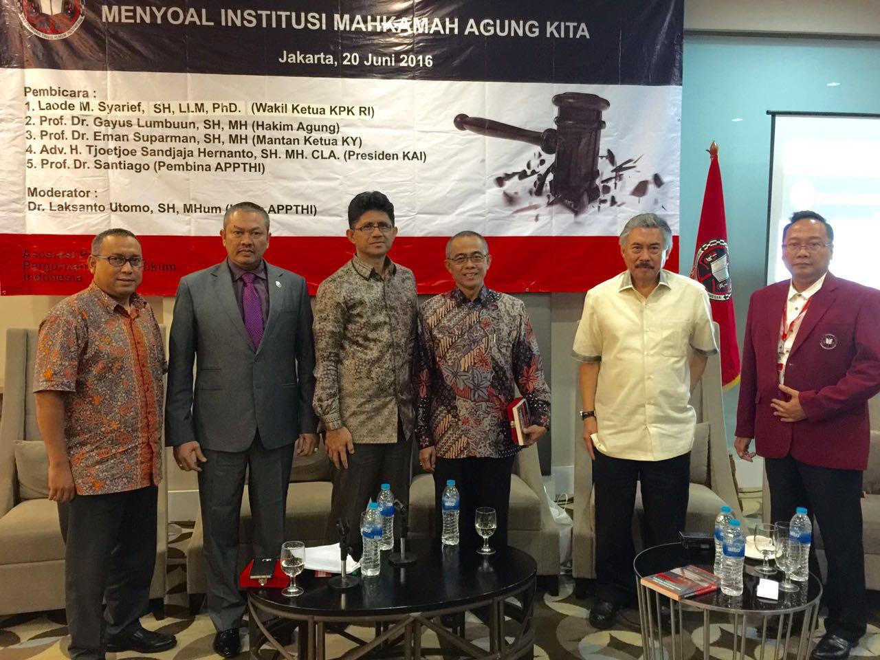 Presiden KAI bersama hakim agung Gayus Lumbun